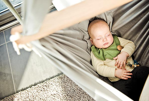 The NONOMO Swinging Hammock supports the natural curve of the baby's back